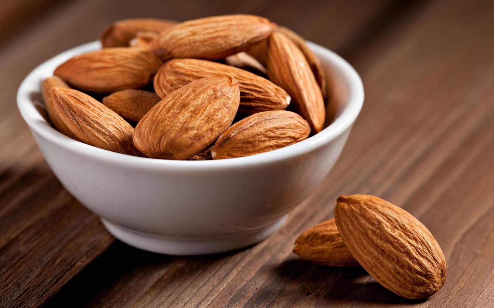 Top-9-Healthiest-Foods-almonds